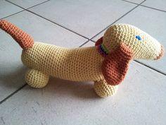 Gratis haakpatroon teckel haken - Hobby.blogo.nl Felt Animals, Crochet Animals, Crochet Toys, Free Crochet, Snoopy The Dog, Bunny Blanket, Owl Crochet Patterns, Crochet Snowman, Puppet Patterns