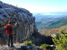 View at beautiful Split from Mosor mountain #lobagolabnb #lobagolaadventure #mediterra #croatia #outdoor #adventure #balkan #nature #naturalpark #trekking #cycling #freeclimbing #seakayaking #canyoning #lovenature #visitcroatia #plitvicelakes #paklenica #kornatiislands #velebit #citybreak #microadventure