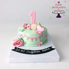 1 yaş pastası.. Mint yeşili ve pembe detayları ile One Year Birthday Cake, Girls First Birthday Cake, 31st Birthday, Birthday Party Themes, Shabby Chic Cakes, Butterfly Cakes, Cake Smash, Party Cakes, Beautiful Cakes