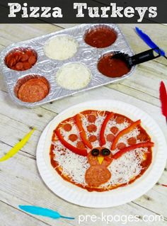 Classroom Recipes: Thanksgiving Snacks For Kids - Halloween and Thanksgiving - Pizza Turkey Snack for Kids. Fun and Easy Pizza Turkey Snack Kids Can Make for a Thanksgiving Theme - Thanksgiving Snacks, Thanksgiving Preschool, Thanksgiving Turkey, Thanksgiving Parade, Snacks For Work, Healthy Snacks For Kids, Snacks Kids, Fall Recipes, Holiday Recipes