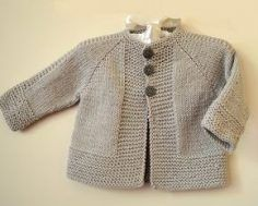 Simple and stylish quick knit top down - Knitting pattern by OGE Knitwear D. Simple and stylish quick knit from top to bottom - knitting instructions from OGE Knitwear Designs Source.Simple and stylish quick knit top down - simple, stylish top down j Baby Cardigan Knitting Pattern Free, Baby Boy Knitting Patterns, Baby Sweater Patterns, Knitted Baby Cardigan, Knit Baby Sweaters, Knitting For Kids, Simple Knitting Patterns, Kimono Pattern Free, Toddler Sweater
