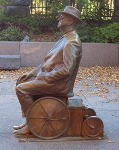 roosevelt na cadeira de rodas.jpg (235×297)