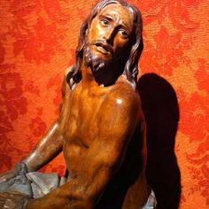 Jesús atado a la columna es un recuerdo constante del pecado mortal, que fue (que es) la causa de tanto sufrimiento.