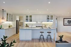 Hillside Home Design - Wide Frontage House Plan Open Plan Kitchen, Kitchen Layout, Kitchen Design, Hamptons Style Homes, Hamptons House, Kitchen Living, New Kitchen, Mexican Style Kitchens, Hamptons Kitchen