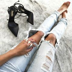 jeans and heels! jeans and heels! Cool Outfits, Fashion Outfits, Womens Fashion, Net Fashion, Kids Fashion, Fashion Trends, Kylie Jenner Style, Swagg, Ripped Jeans