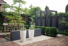 contemporary garden with feature planters | adamchristopherdesign.co.uk