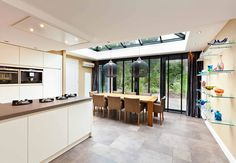 Blind and bifolding doors Conservatory Extension, Amsterdam Houses, Baskets On Wall, Home And Living, Kitchen Remodel, My House, Blinds, Beach House, House Plans