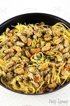 Une recette de spaghetti aux moules à la crème savoureuse et vite faite! J'ai fait ces pâtes aux moules avec des moules décortiquées surgelées, pratique et économique!