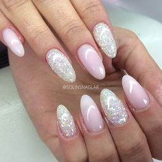 Short Stiletto Nails Nails Pink Trendy Pink Nails Trends Nail Art Nail Trends Gl … – Diy Nagel – Famous Last Words Rounded Acrylic Nails, Acrylic Nail Art, Pink Nails, Glitter Nails, Pink Glitter, Acrylic Nails Almond Glitter, Pink Sparkles, Nail Art Yellow, Almond Nails