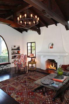 California Spanish Bungalow Renovation by Between Naps on the Porch. Spanish Revival Home, Spanish Colonial Homes, Spanish Bungalow, Spanish Style Homes, Spanish House, Style Hacienda, Bungalow Renovation, Bungalow Interiors, Bungalow Homes