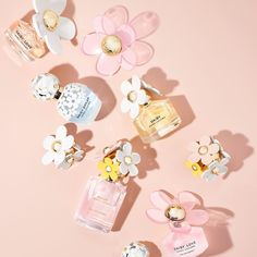 Scent is a substance that is liquid you put on your body in little amounts in order to smell pleasant. Nowadays there are tons of perfume brands, and every Marc Jacobs Perfume, Fm Cosmetics, Light Blue Perfume, Daisy Perfume, Daisy Love, Marc Jacobs Daisy, Best Fragrances, Perfume Collection, Miniature