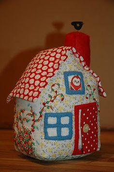 Little House Pincushion Tutorial ~ bearpawandbearpaw.blogspot.com
