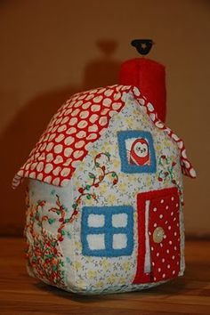 Little House Pincushion Tutorial ~ bearpawandbearpaw.blogspot.com