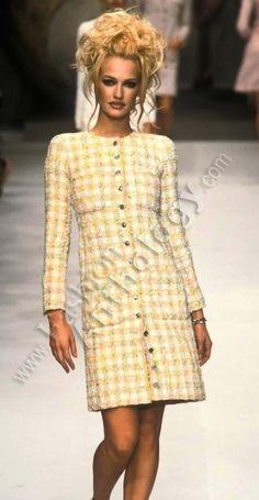 Karen Mulder - CHANEL Haute Couture 1996