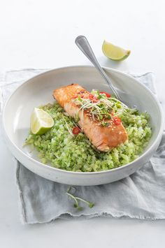 Broccoli rice with salmon - Lovely Food; Easy Healthy Recipes, Healthy Cooking, Easy Meals, Healthy Salads, Vegetarian Recipes Dinner, Dinner Recipes For Kids, Healthy And Unhealthy Food, I Want Food, Pasta