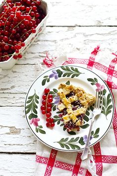 Linzer Torte: Here, made with red currants. A classic dessert with a gooey sweet-tart berry filling. Austrian Desserts, Austrian Recipes, Hungarian Recipes, Austrian Food, German Desserts, Hungarian Food, Strudel, German Baking, Great Recipes