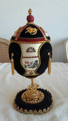 Japanese inspired ostrich egg by Sue Gray