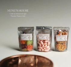 packaged treats from Nunu's House, Tanaka Tomo Miniature Crafts, Miniature Food, Miniature Dolls, Tiny Food, Fake Food, Polymer Clay Miniatures, Dollhouse Miniatures, Barbie, Doll Food