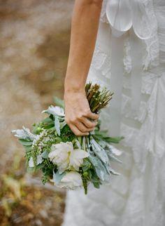 Bouquet mariée, bouquet mariage, wedding bouquet, flowers  http://lamarieeencolere.com/post/22314868474/bouquetmariee  La Mariée en Colère