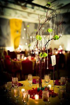 winten wedding table decor minimal flowers Green-purple
