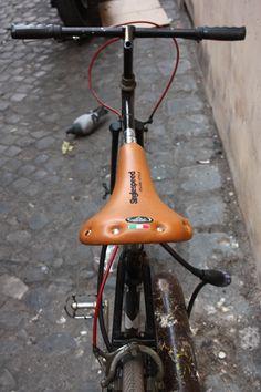 Via dei Chiavari #Rome #CampodeiFiori #Sanpietrini #Pelle #Leather #Brown #Bike #Black #bicycle