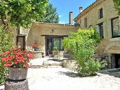 Gîtes Gard pour 25 pers dans village provençal en Vallée de la Cèze Location Gite, Rustic Houses, Summer Houses, Saint Michel, Midi, Small Towns, Life Is Beautiful, Patio, France