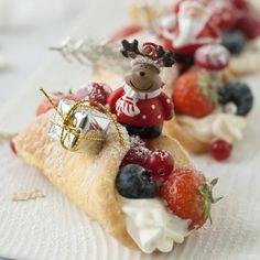 Deze sponscakejes zijn ontzettend lekker en erg simpel om te maken. De cakejes zijn superlicht en lekker fris en fruitig. Een feestje voor je smaakpapillen!