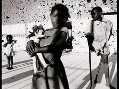 World Press Photo of year Autor James Nachtwey (Victims of civil war in Angola. Children who were maimed by landmines lie in Kuito, a town whose population was decimated after the war)