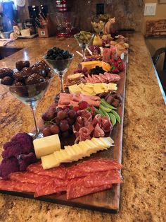 Love the idea of using martini glasses for olives - Essen - Appetizers, Snacks, Beilagen - Cheese Charcuterie And Cheese Board, Charcuterie Platter, Cheese Boards, Charcuterie Ideas, Antipasto Platter, Antipasti Board, Cheese Board Display, Charcuterie Display, Charcuterie Spread