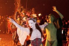 Around the Beltane Bonfire by ~two-truths on deviantART. Taken at the Beltane Fire Festival Edinburgh, Scotland. The May Queen and the Green Man Beltane, Witch Pictures, Witch Pics, Walpurgis Night, Fire Festival, Favourite Festival, Sabbats, Green Man, Book Of Shadows