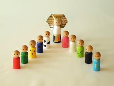 Passover peg dolls set all handmade. Sweet way to teach the kids the story of Passover...and keep them entertained during a long (too long?) seder.
