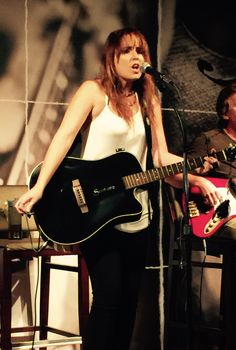 Ainsley, la talentosa cantante que busca llegar a Viña 2016