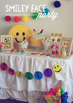 Smiley Face Party by Three Little Monkeys Studio -- lots of ideas and some free printables!