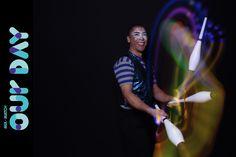 Circense em evento São Paulo. Malabares led foi uma das atrações contratadas pela empresa Bloomberg para seu evento festa de confraternização na Fundação Oscar Americano, São Paulo.  Contate-nos humorecirco@gmail.com (11) 97319 0871 (21) 99709 6864 (73) 99161 9861 whatsapp. Oscar, Shows, Concert, Lights, Sao Paulo, Party, Corporate Events, Concerts