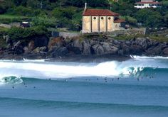 Mundaka - Surfing in Pais Vasco, Spain Rest Of The World, Wonders Of The World, Wonderful Places, Beautiful Places, Surf City, Basque Country, Spanish Style, Culture Travel, Urban Decay