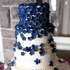 2014 navy blue flowers for beach wedding, navy blue wedding cake decor Pretty Cakes, Beautiful Cakes, Amazing Cakes, July Wedding, Dream Wedding, Wedding Navy, Trendy Wedding, Wedding Shoes, Spring Wedding