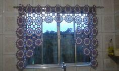 Minha cortina! Fiz com barbante cru com lilás número 4.