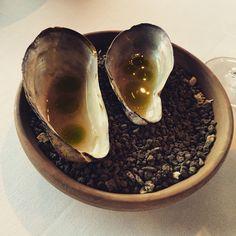 The welcome appetizer: Horse mussels bouillon #KOKS #Torshavn #presstrip #travel #viaggi #fermataFaroe #food #restaurant #toprestaurant #cuisine @koks_restaurant