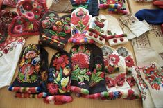 dala floda embroidered mittens with napped edgings