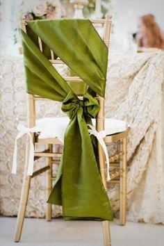 décoration originale pas cher et jetable pour les chaises de mariage