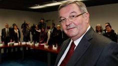 Présidentielle: dix sénateurs centristes annoncent leur ralliement à Macron -     BOUFFONS VENDUES,,,,,,,