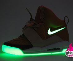 My light up shoez on, my light up shoezz
