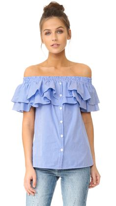 ¡Cómpralo ya!. Petersyn Skye Off Shoulder Top - Marine Mini Check. Tiered ruffles trim the off shoulder neckline on this gingham Petersyn blouse. Button front closure. Short sleeves. Fabric: Crisp weave. 100% cotton. Dry clean. Made in the USA. Measurements Length: 19.75in / 50cm, from center back Measurements from size S. Available sizes: L , tophombrosdescubiertos, sinhombros, offshoulders, offtheshoulder, coldshoulder, off-the-shouldertop, schulterfreiestop, tophombrosdescubiertos…