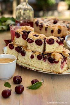 Prajitura simpla cu cirese, este cea mai buna si mai usor de facut, este prajitura cea mai pregatita la inceputul verii, cand avem fructe proaspete si dulci. Prajitura simpla cu cirese este foarte pufoasa, aerata si delicioasa. No Bake Desserts, Baby Food Recipes, French Toast, Sweet Tooth, Deserts, Pudding, Ice Cream, Bread, Baking