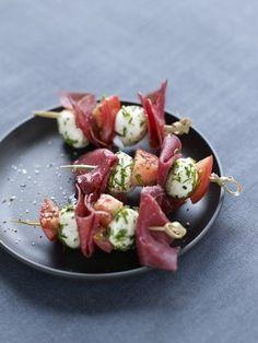 Brochette de viande des Grisons, tomates séchées et mozzarella ©Aoste