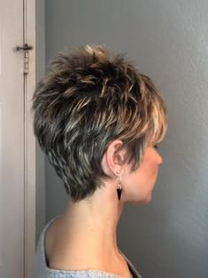 Blonde Pixie Cut - 90 Classy and Simple Short Hairstyles for Women over 50 - The Trending Hairstyle Short Hairstyles For Thick Hair, Short Pixie Haircuts, Short Hair Cuts For Women, Pixie Hairstyles, Curly Hair Styles, Simple Hairstyles, Hairstyles Videos, Formal Hairstyles, Everyday Hairstyles
