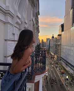 Travel Aesthetic, Aesthetic Girl, Aesthetic Beauty, Oui Oui, How To Pose, City Girl, Dream Life, Summer Vibes, Beautiful Places
