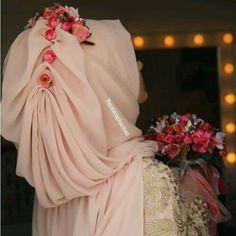 Hijabi Wedding, Wedding Hijab Styles, Muslim Wedding Dresses, Muslim Brides, Muslim Girls, Bridal Hijab, Hijab Bride, Drape Skirt Pattern, Princess Frocks