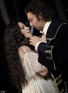 Angela Gheorghiu and Jonas Kaufmann in Adriana Lecouveur.