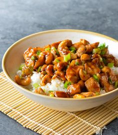 TESTED & PERFECTED RECIPE - This cashew chicken with tender stir-fried chicken and roasted cashews in garlic sauce tastes just like take-out, only better. Asian Recipes, Healthy Recipes, Ethnic Recipes, Roasted Cashews, Party Decoration, Fried Chicken, Chicken Cashew Stir Fry, Hoisin Chicken, Dinner Ideas